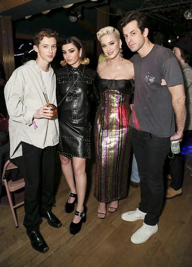 LOS ANGELES, CALIFORNIA - FEBRUARY 10: (L-R) Troye Sivan, Charli XCX, Katy Perry and Mark Ronson attend Mark Ronsons Club Heartbreak Grammy Party, sponsored by Absolut Elyx on February 10, 2019 in Los Angeles, California. (Photo by Gabriel Olsen/Getty Images for Absolut Elyx )