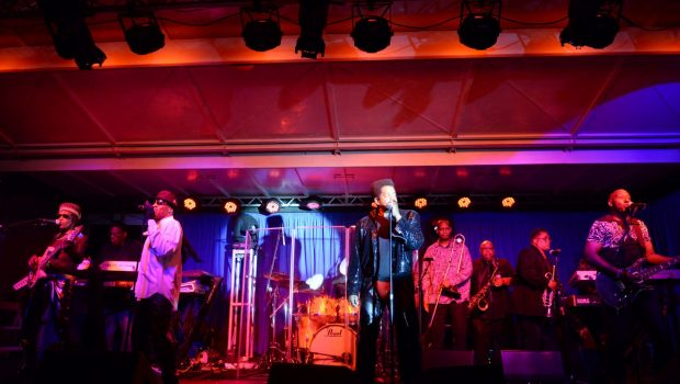 Cameo performs at HollyRod charity benefit